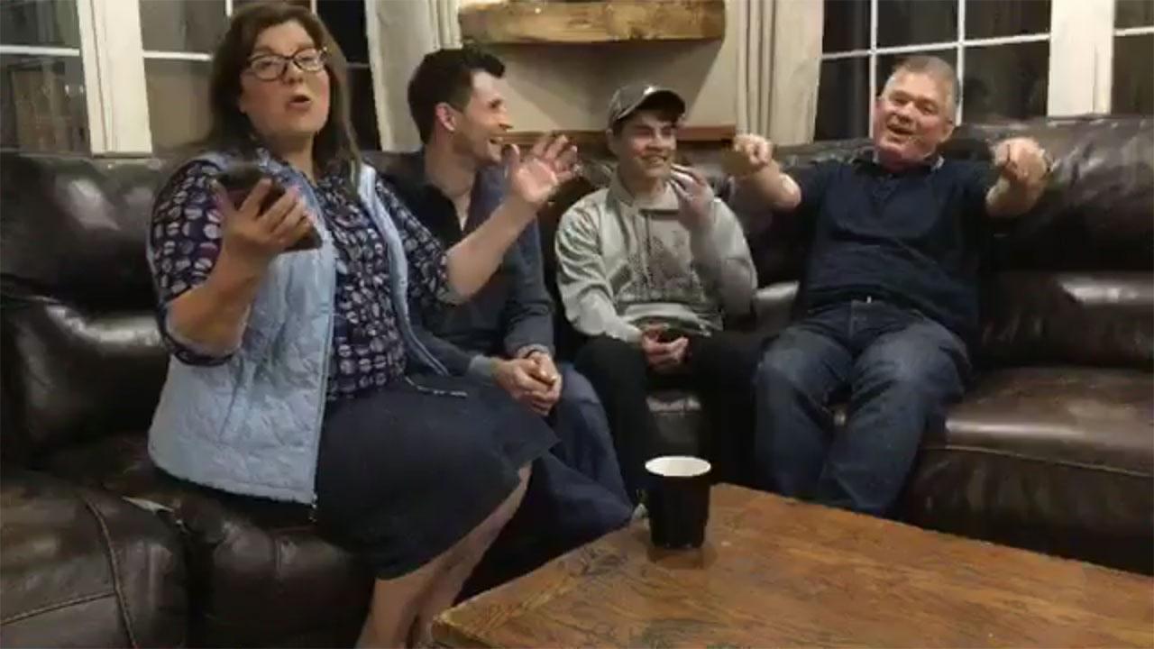 Bringing Up Bates - Bates Family Live – Episode 902