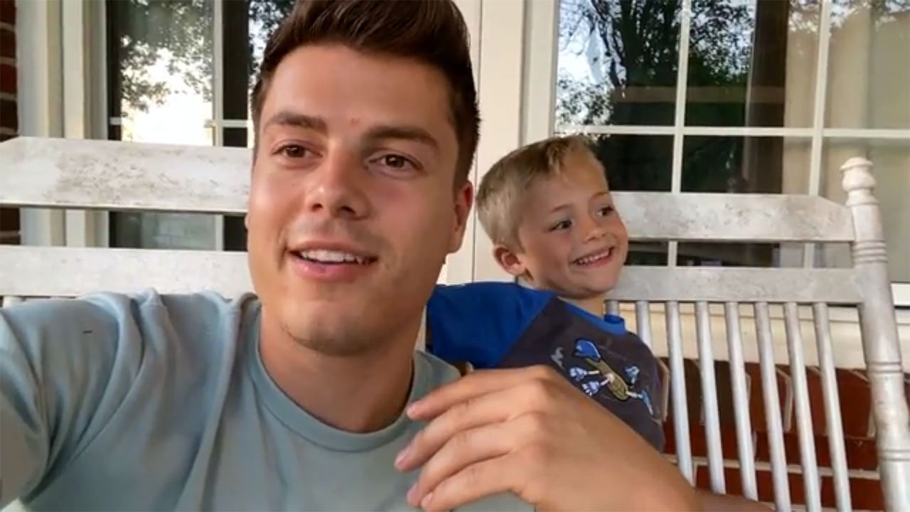 Bringing Up Bates - Bringing Up Bates – Bates Family Chat: Bradley Steals The Show